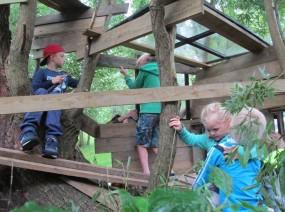 boomhutten bouwen op de camping