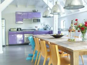 groot vakantiehuis Friesland met grote tafel eetkamer