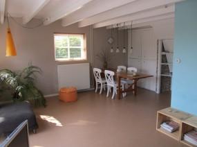 gezellig vakantiehuis Friesland met ruime eetkamer