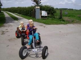 kindvriendelijke skelters op de camping Friesland