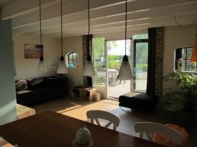 kindvriendelijk vakantiehuis Friesland met sfeervolle woonkamer