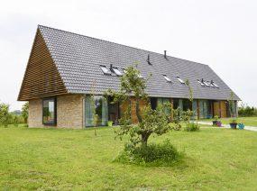 bijzondere 16 persoons vergaderruimte Friesland met boomgaard