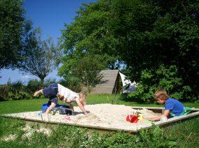 Sandkasten auf dem Familiencampingplatz Friesland Niederlande