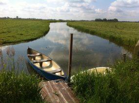 aanlegsteiger met kano's Lauwersmeer Friesland