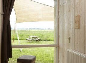 adembenemend uitzicht 2 persoons ecolodge Friesland