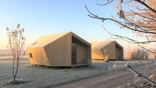 Glamping trekkinghut ecolodge tiny house trek-in winter Friesland Niederlande